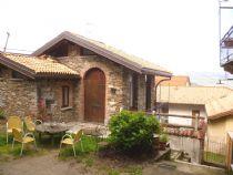 Stresa altura casa in pietra com giardino e parziale vista lago.