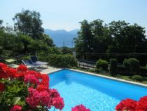 Verbania Arizzano villetta con piscina e vista lago