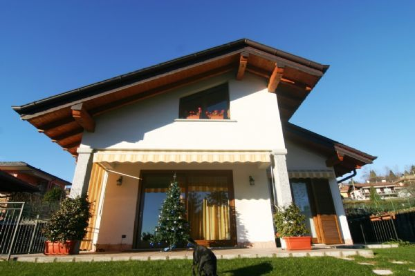 Casa con giardino e vista lago ad Arizzano