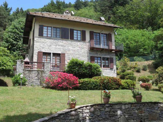 Be casa in pietra con giardino ideale per attivit di b b - Casa con giardino pisa ...