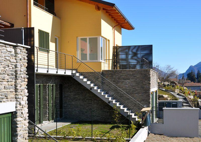 Villetta di nuova costruzione a bee con giardino for Giardini in villette