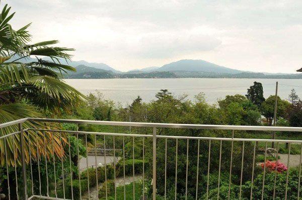 Casa indipendente a belgirate sul lago maggiore con vista lago for Disegni casa sul lago con vista sul lago