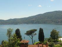 Verbania Suna proprietà indipendente da ristrutturare con terreno circostante e vista lago