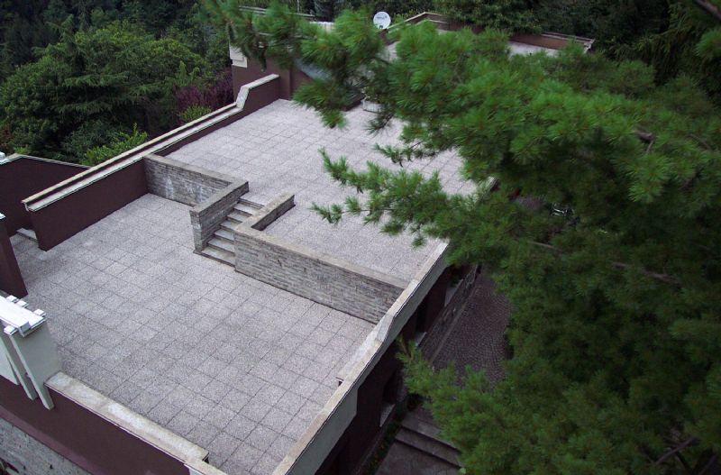 Villa bifamiliare a Laveno con giardino