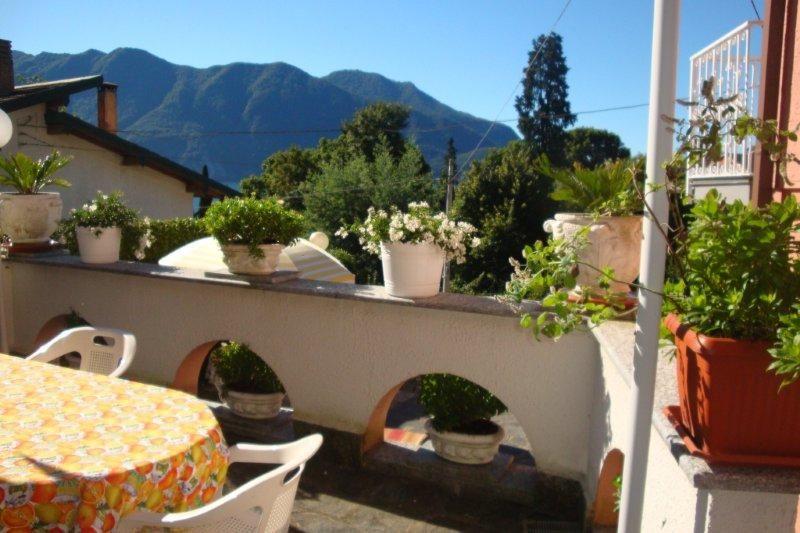 haus kaufen am lago maggiore in ghiffa mit seeblick und garten. Black Bedroom Furniture Sets. Home Design Ideas