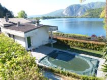 Lago di Mergozzo Villa di mq 160 circa con piscina e bella vista lago.