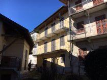 Quarna Sopra, tipica casa di paese con rustico