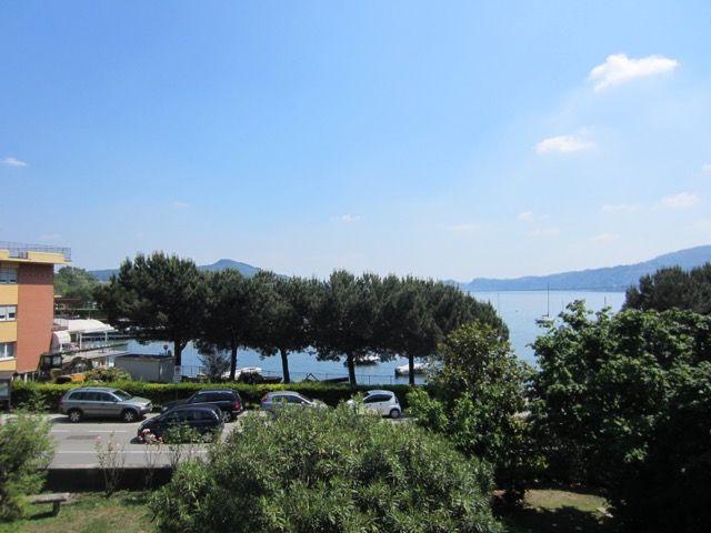 Proprietà divisa in più appartamenti con vista lago