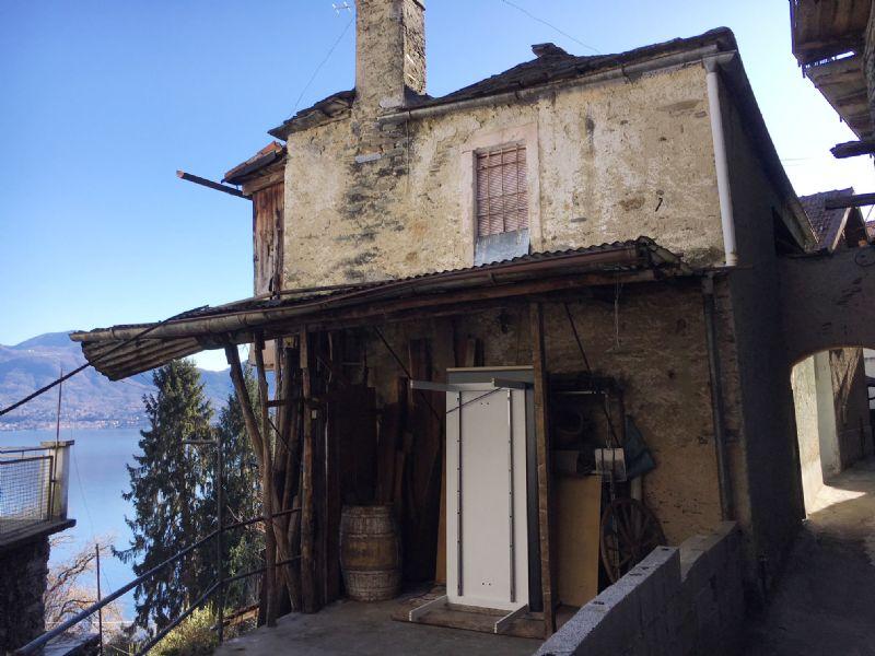 Casa indipendente da ristrutturare vista lago