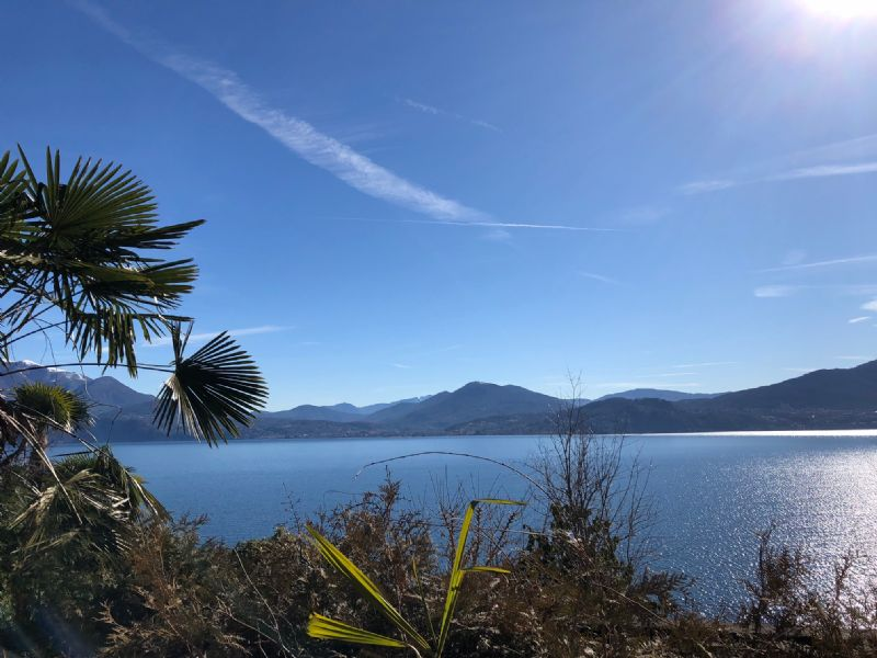 Rustico con giardino e bella vista lago