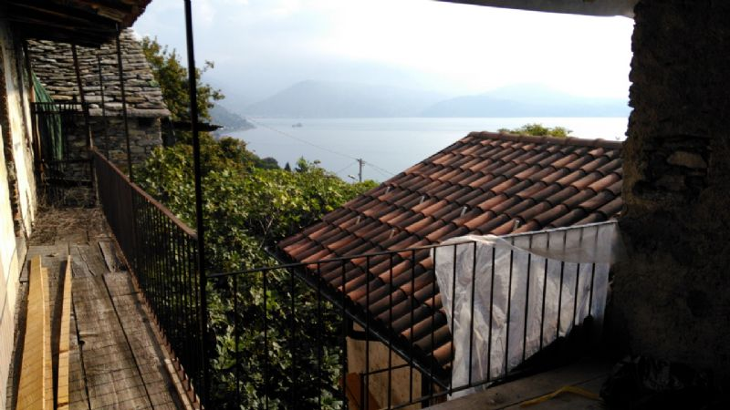 Haus komplett zu saniert in Zentrum Dorf am Lago Maggiore
