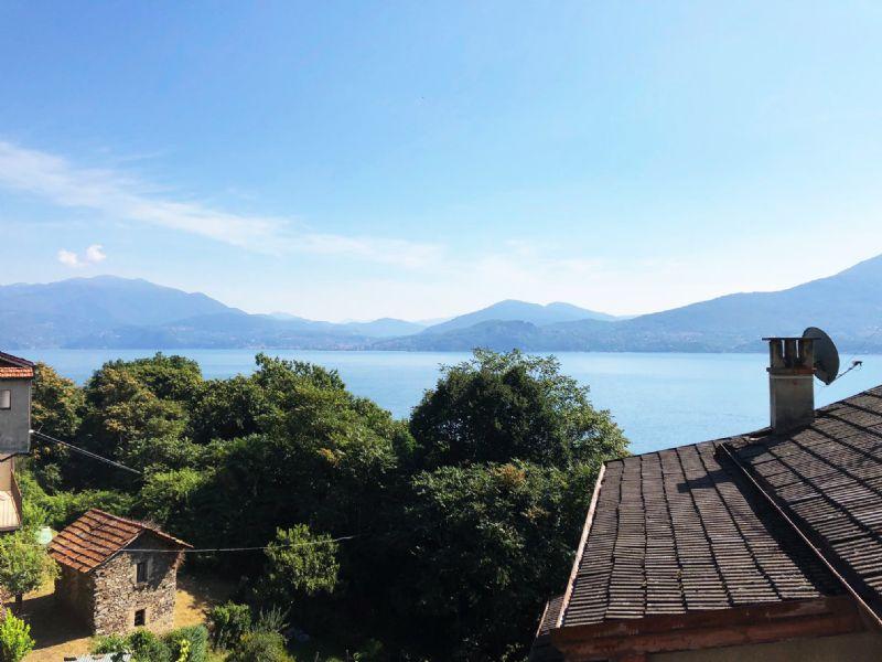 Casa di paese ristrutturata con bella vista lago