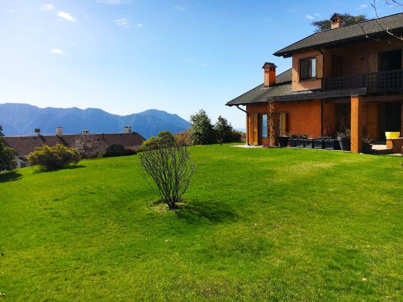 Casa indipendente con giardino e vista lago.