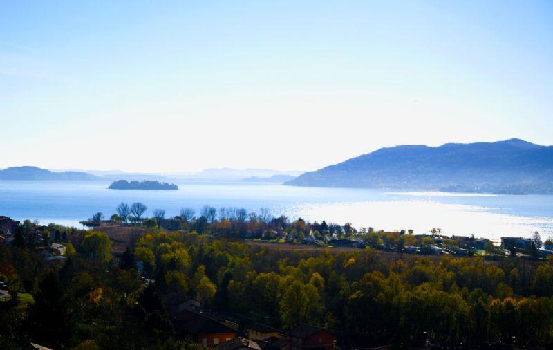 Villa indipendente con giardino e bella vista lago